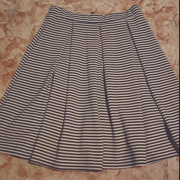Tan and black Pleated striped skirt